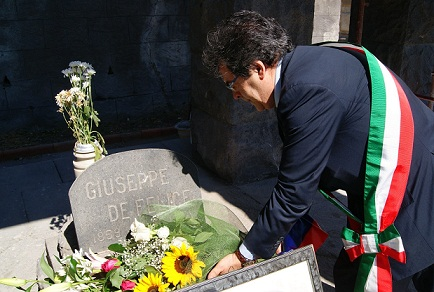 Catania, Enzo Bianco rende omaggio alle tombe dei catanesi$